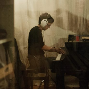 Raphael Tschernuth recording piano